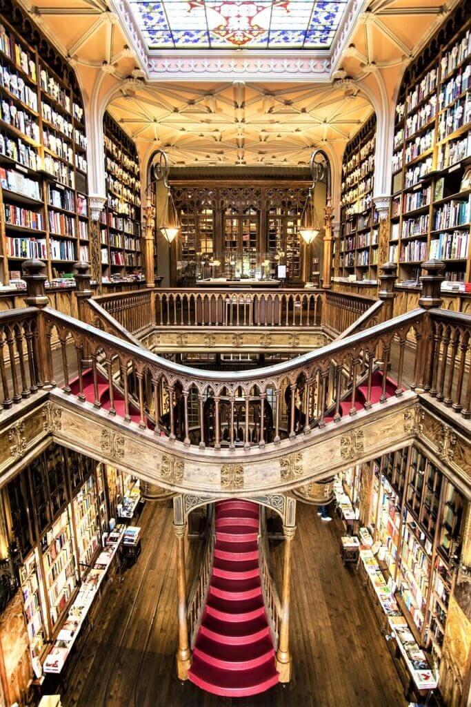 חנויות הספרים היפות בעולם - ליווריה ללו 1