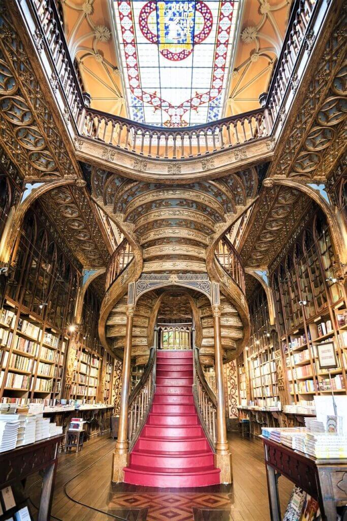 חנויות הספרים היפות בעולם - ליווריה ללו 2